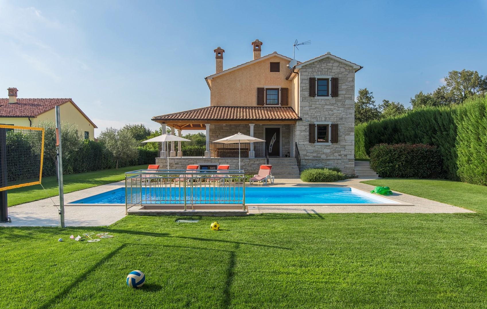 Ferienhaus Geräumige Villa Nikka mit schönem Garten und Pool (1412592), Kanfanar, , Istrien, Kroatien, Bild 8