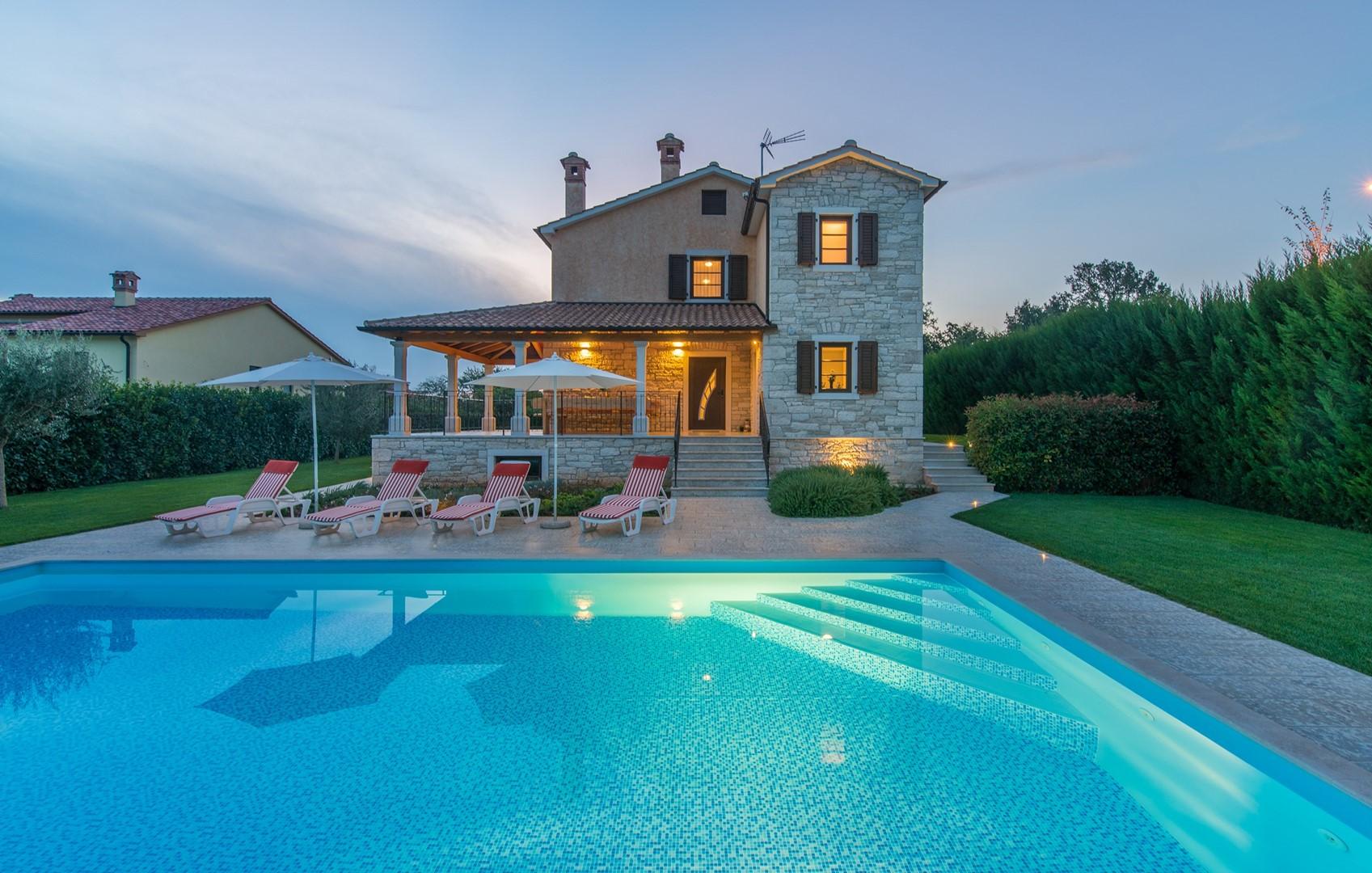 Ferienhaus Geräumige Villa Nikka mit schönem Garten und Pool (1412592), Kanfanar, , Istrien, Kroatien, Bild 2