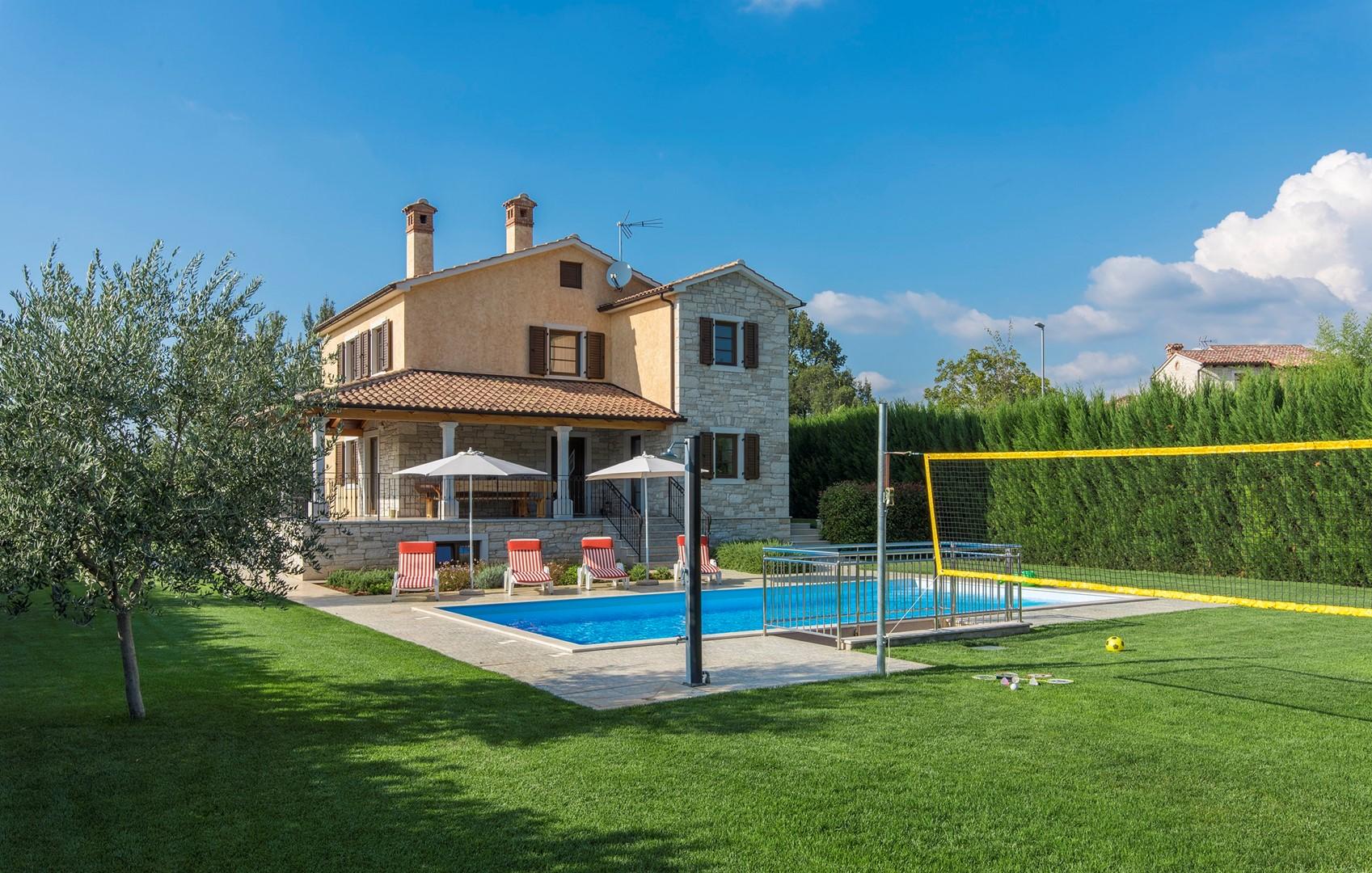 Ferienhaus Geräumige Villa Nikka mit schönem Garten und Pool (1412592), Kanfanar, , Istrien, Kroatien, Bild 1