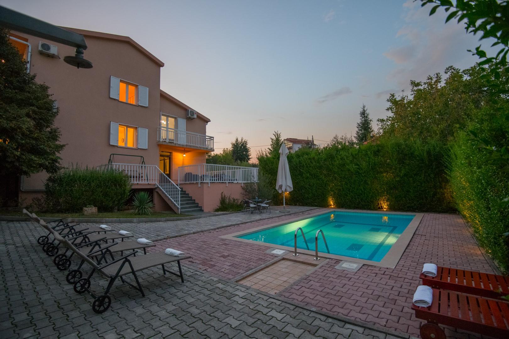 Ferienhaus ctim237 - Ferienhaus mit Pool, 9 Personen (7 Erw. + 2 Kinder), Fußballfeld, Badminton (2613589), Kamenmost, , Dalmatien, Kroatien, Bild 2