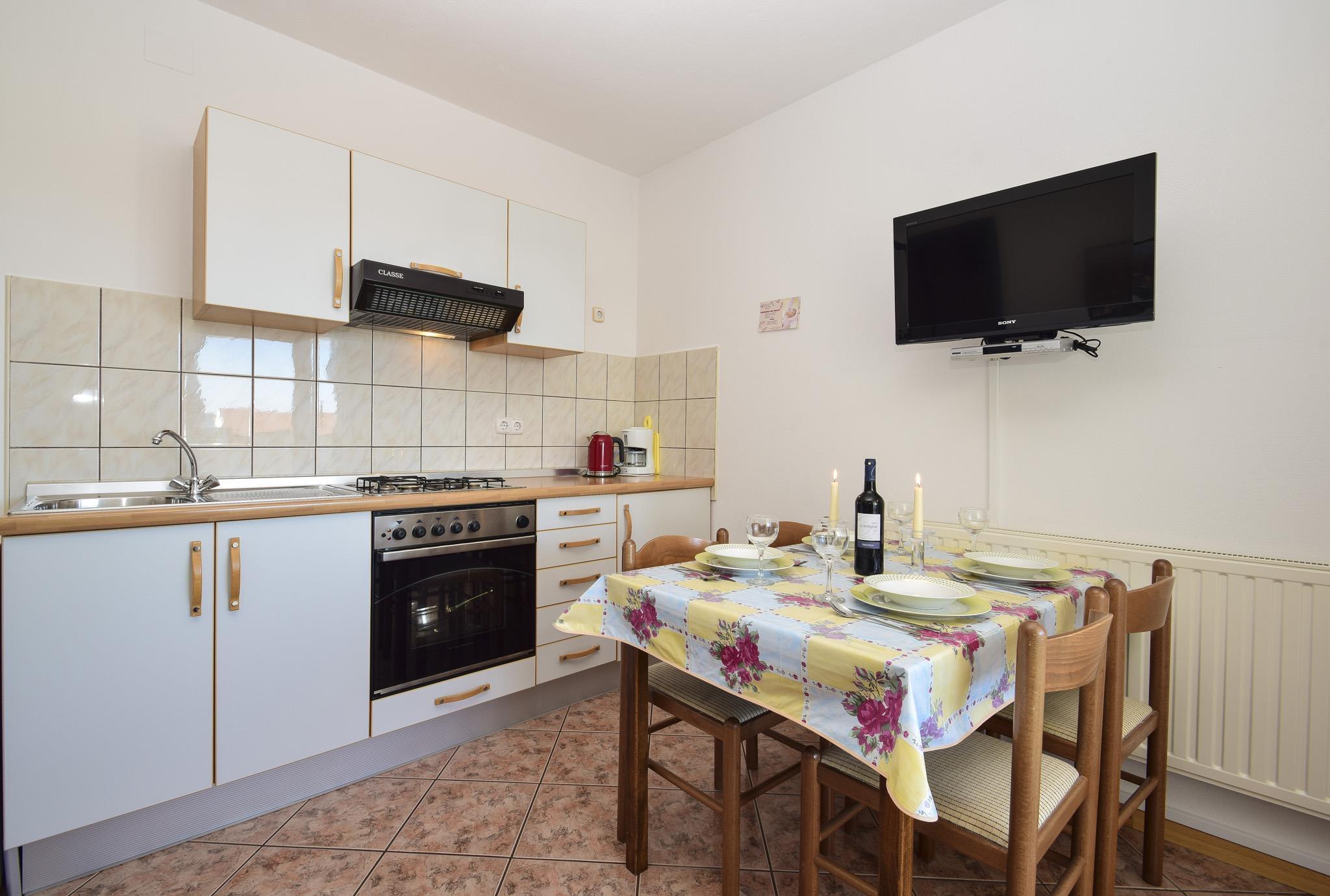 Ferienwohnung Apartments Sanja / Two bedrooms A6 (1928313), Vodice, , Dalmatien, Kroatien, Bild 2