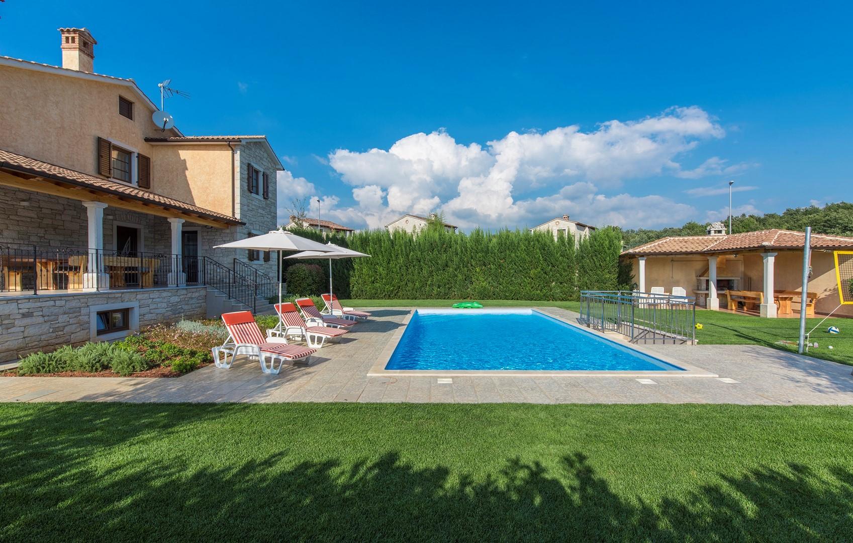 Ferienhaus Geräumige Villa Nikka mit schönem Garten und Pool (1412592), Kanfanar, , Istrien, Kroatien, Bild 4