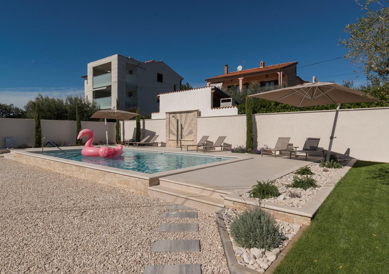 Villa Rosa mit Pool in der Nähe von Kanegra Strand