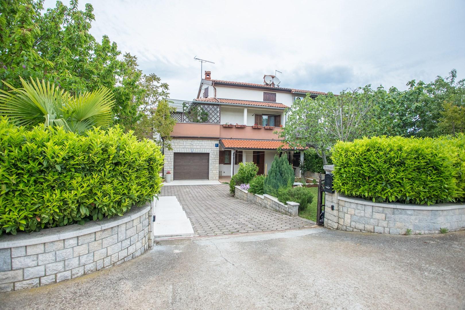 Apartment Staver II mit Terrasse und Gartenblick in Porec