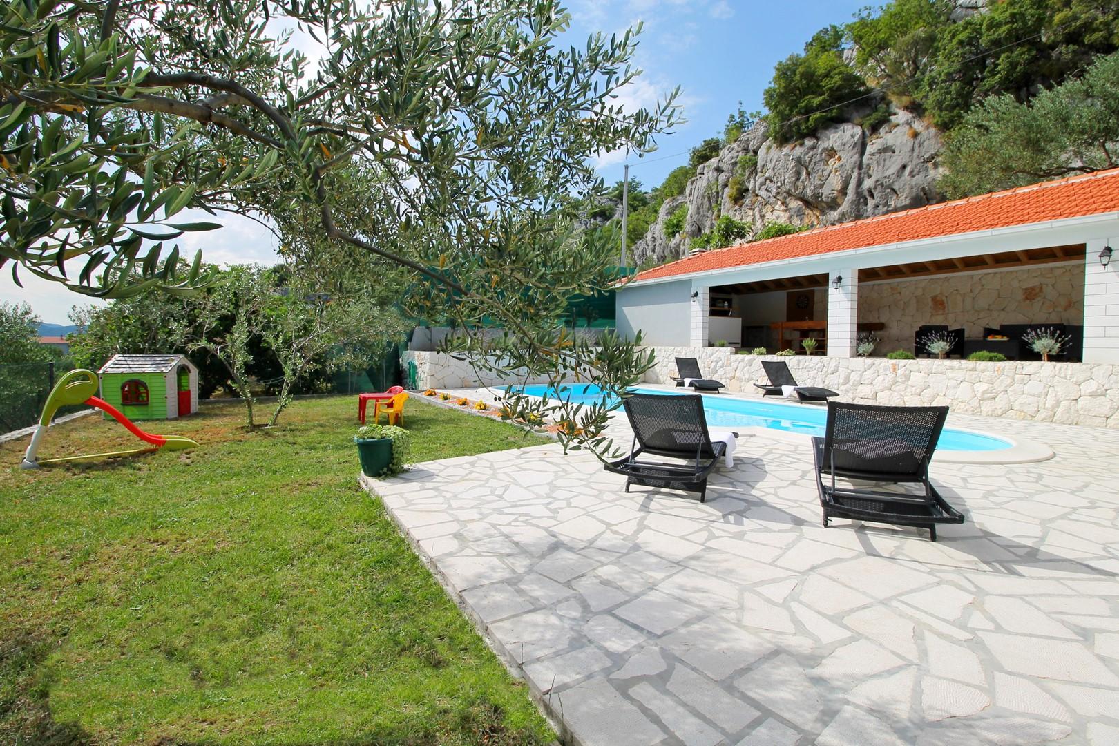 Ferienhaus Privater Pool 3,5 x 8,6 m, überdachter Essbereich im Freien, kostenloses WLAN, voll - klim (2663850), Kostanje, , Dalmatien, Kroatien, Bild 3